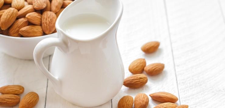 almond-milk (1)